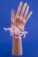 Розовая бутоньерка-браслет на руку №3