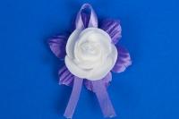 Фиолетовые бутоньерки для гостей №15