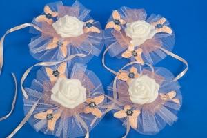 Персиковые бутоньерки на свадебную машину №6