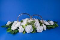 Белая свадебная икебана на машину №6