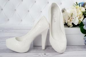 Свадебные туфли с узором
