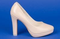 Пудровые лаковые туфли на платформе