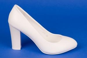Белые туфли на среднем каблуке