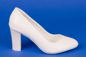 Белые туфли с цветочным рисунком