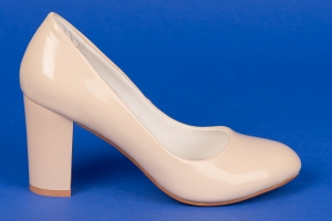 Лаковые туфли на среднем каблуке