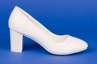 Закрытые белые туфли невесты